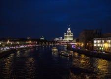 Визирования Москвы с рекой и зданиями Стоковые Фотографии RF