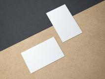 2 визитной карточки на бумаге kraft Стоковая Фотография