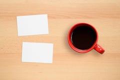 2 визитные карточки и кофейной чашки Стоковое Фото