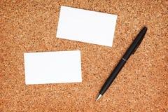 2 визитные карточки и ручки Стоковые Изображения