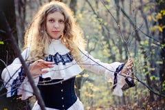 Викторианский стиль. Милая женщина стоковая фотография