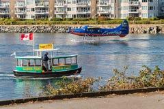 Виктория, ДО РОЖДЕСТВА ХРИСТОВА, Канада - 11-ое сентября 2017: Такси воды в Виктории Стоковая Фотография RF