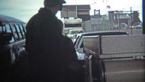 ВИКТОРИЯ, ДО РОЖДЕСТВА ХРИСТОВА - 1972: Таможни США проверяют осмотр от входа границы Канады видеоматериал