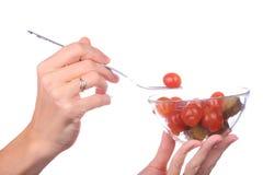 Вилка взятия руки с томатом Стоковое Фото