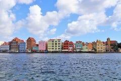 Виллемстад, Curacao - 12/17/17: Красочное городское Виллемстад, Curacao, в Netherland Антильских островах Стоковое Изображение