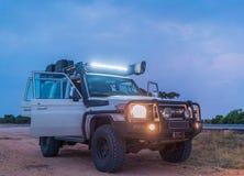 Виллис вся местность В Африке при прикрепленные открыть двери и света стоковое фото rf