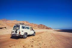 Виллис с дороги в пустыне горы Стоковое Изображение
