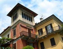 виллы села maggiore озера роскошные стоковые фотографии rf