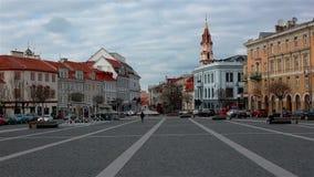 Вильнюс, Литва - 11-ое апреля 2019: Взгляд площади ратуши сток-видео