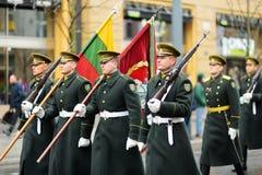 ВИЛЬНЮС, ЛИТВА - 11-ОЕ МАРТА 2017: Праздничный парад по мере того как Литва отметила 27th годовщину своего восстановления независ Стоковое Изображение