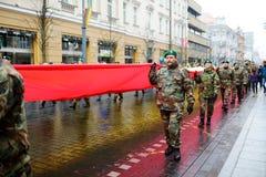 ВИЛЬНЮС, ЛИТВА - 11-ОЕ МАРТА 2017: Принимать людей праздничные события по мере того как Литва отметила 27th годовщину своего inde Стоковые Изображения RF
