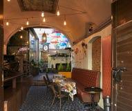 Вильнюс, Литва - 5-ое ноября 2017: Дизайн интерьера кафа Стоковые Изображения