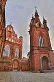 ВИЛЬНЮС, ЛИТВА: Церковь ` s St Anne и церковь Bernardine Стоковое Изображение RF