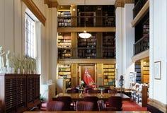 Виннипег, Манитоба, Канада - 2014-11-21: Интерьер библиотеки законодательой власти Манитобы Библиотека расположена в Манитобе Стоковые Фото