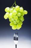 Виноградины на черном bandground Стоковые Фотографии RF