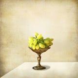 виноградин жизни серебра поднос все еще Стоковое Изображение