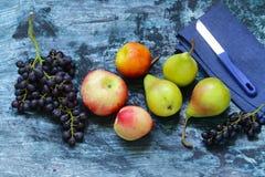 Виноградины, груши, персики - плодоовощи Стоковые Фотографии RF