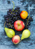 Виноградины, груши, персики - плодоовощи Стоковая Фотография