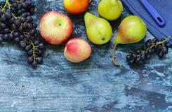Виноградины, груши, персики Стоковые Фотографии RF