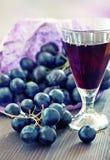 Виноградины и вино Стоковые Изображения
