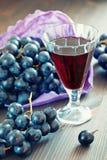 Виноградины и вино Стоковое Изображение