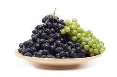 Виноградины на плите Стоковое Фото