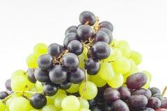 Виноградины с белой предпосылкой стоковое фото rf