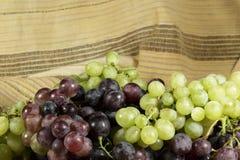 Виноградины таблицы разных видов и цветов Стоковое Изображение RF