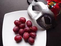12 виноградин и маска Стоковые Фотографии RF