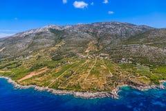 Виноградники Dingac на полуострове Peljesac стоковое фото rf