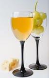 вино виноградин 2 стекел сыра шампанского Стоковые Фотографии RF