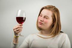 вино дегустации руки кубка Стоковая Фотография RF