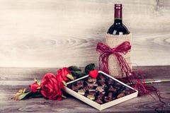Вино и коробка шоколадов Стоковая Фотография RF