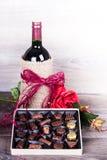 Вино и коробка шоколадов Стоковые Изображения