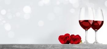 Вино и розы Стоковая Фотография