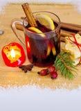 Вино и свеча пришествия обдумыванные рождеством Стоковые Фотографии RF