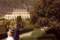 Вино невесты и groom выпивая Стоковое Изображение RF