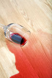 вино разленное полом Стоковая Фотография RF