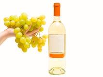 вино руки виноградины белое Стоковые Изображения