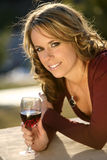 вино стекла девушки Стоковые Фотографии RF