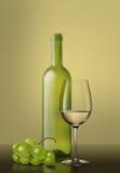вино стеклянных виноградин белое Стоковая Фотография