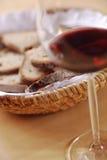 вино стекла хлеба корзины Стоковая Фотография