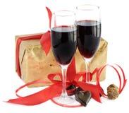 вино тесемки подарка шоколадов красное Стоковые Фотографии RF