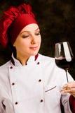 вино шеф-повара стеклянное более somelier Стоковое Изображение RF