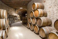 вино штабелированное бочонками Стоковые Фотографии RF