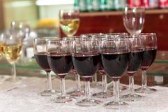 вино штанги спирта стеклянное красное стоковое фото rf