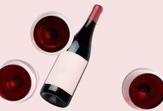 Вино Bottleand и 3 стекла модель-макета Пустой ярлык стоковое изображение
