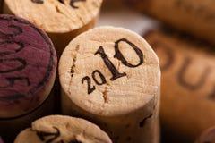 Вино Corks конец-вверх с винтажное 2010 Стоковые Фотографии RF