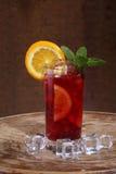 Вино Sangrija в прозрачном стекле с апельсином, мята и Стоковые Фотографии RF