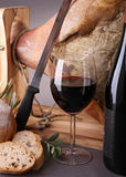 вино serrano ветчины хлеба Стоковые Фотографии RF